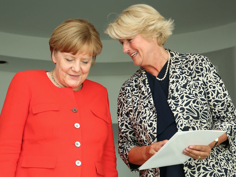 Angela Merkel and Germany's culture minister Monika Grütters, photo: Christian Marquardt/Getty Images